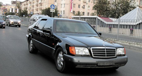 Kim Jong Il with his Mercedes 600 he brought along on his armoured train on a state visit to Russia