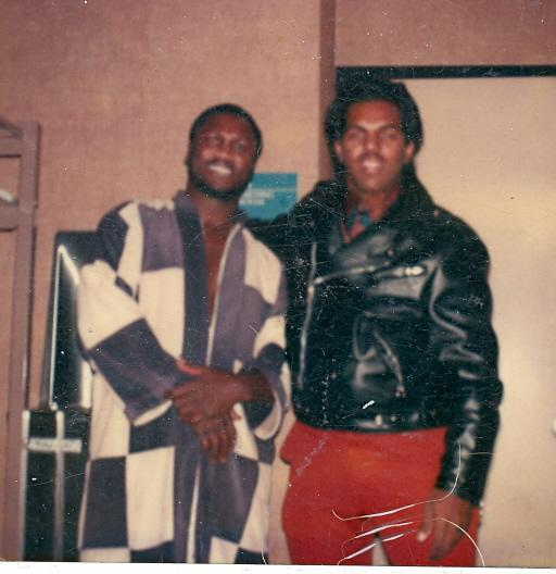 Davis with former heavyweight champion boxer Joe Frazier