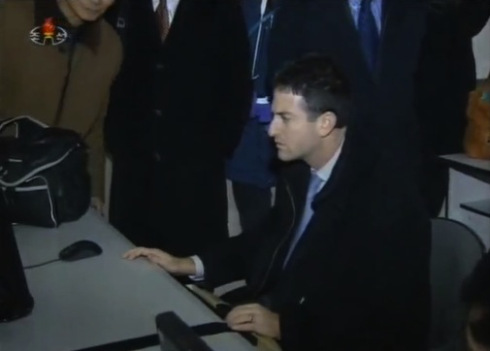 Google executive Jared Cohen surfs the internet in Pyongynag